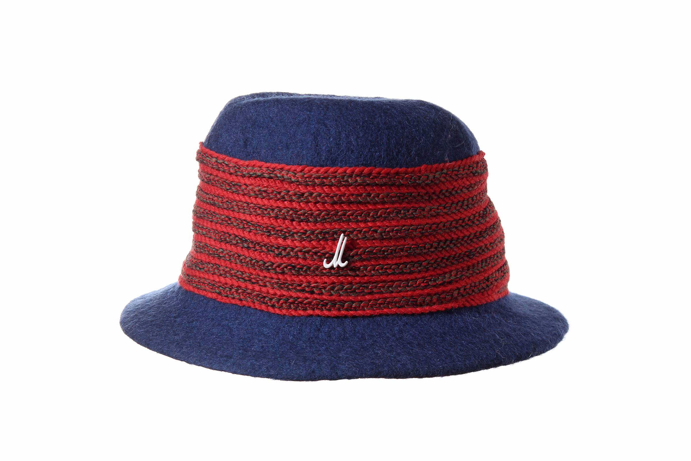 traveller DUKE LEE hand felted wool / wool braid